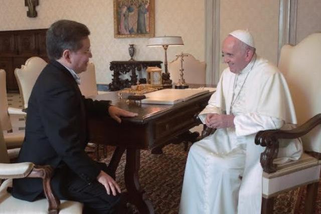 El Papa y JUlio César Caballero
